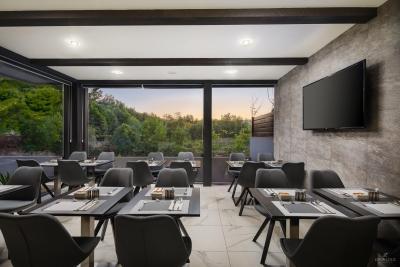 restaurant-bar-interior-exterior-design-photographer-31