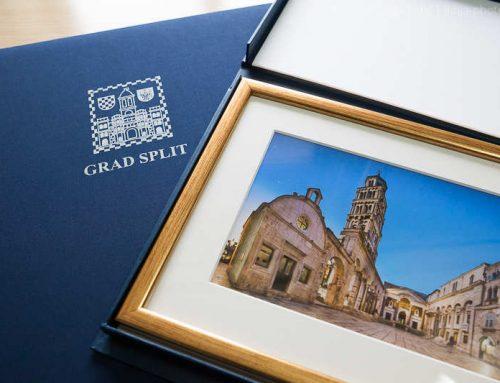 Fotografija Peristila kao službeni poklon Grada Splita