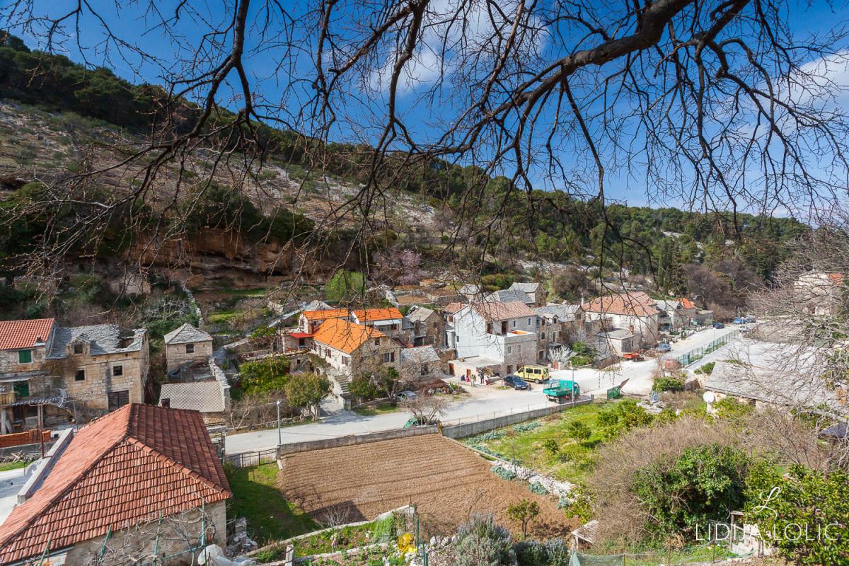 Dol-brac-village