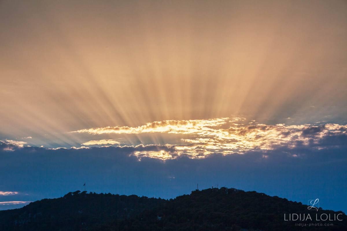 zrake-sunca-iznad-marjana